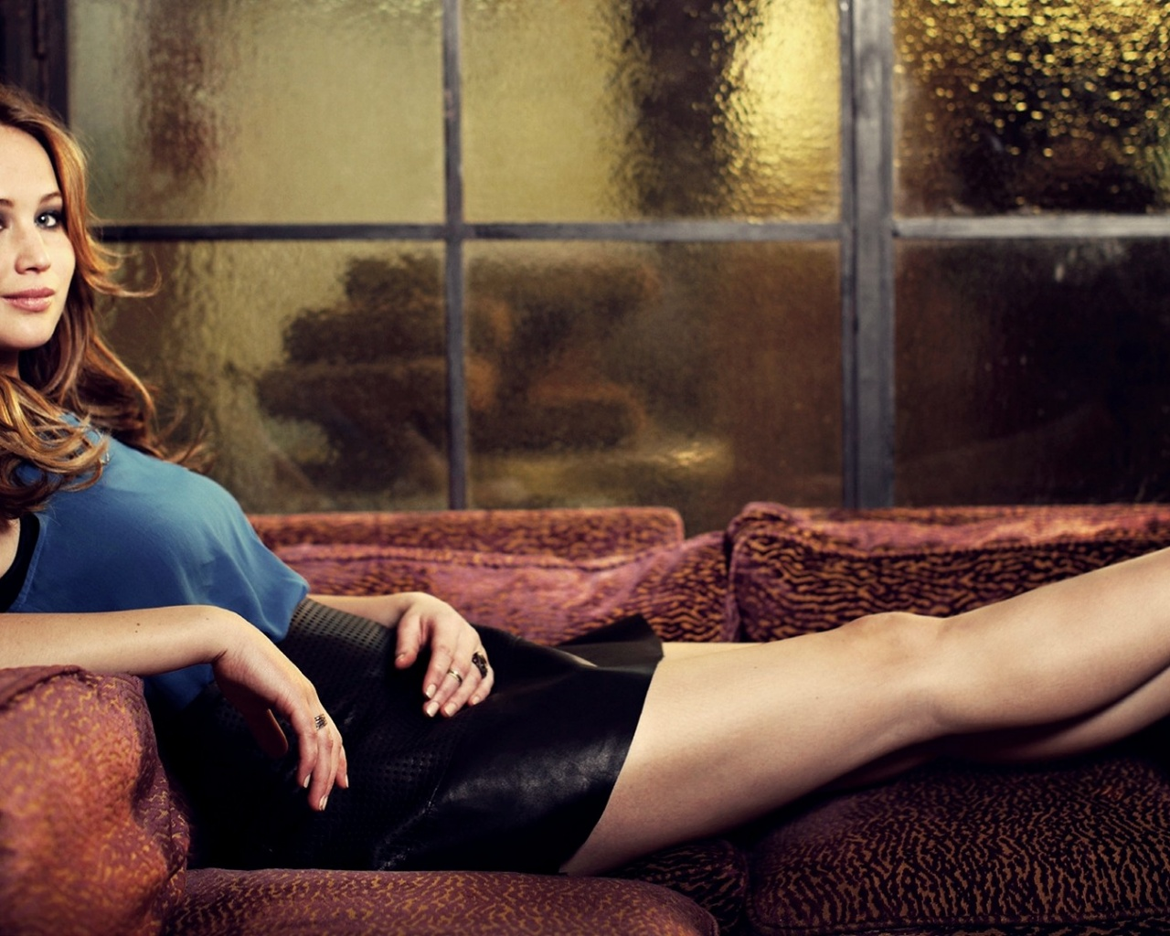 click to free download the wallpaper--Amazing TV & Movie Image, Jennifer Lawrence Lying on Couch, Heavy Rain Outside 1280X1024 free wallpaper download