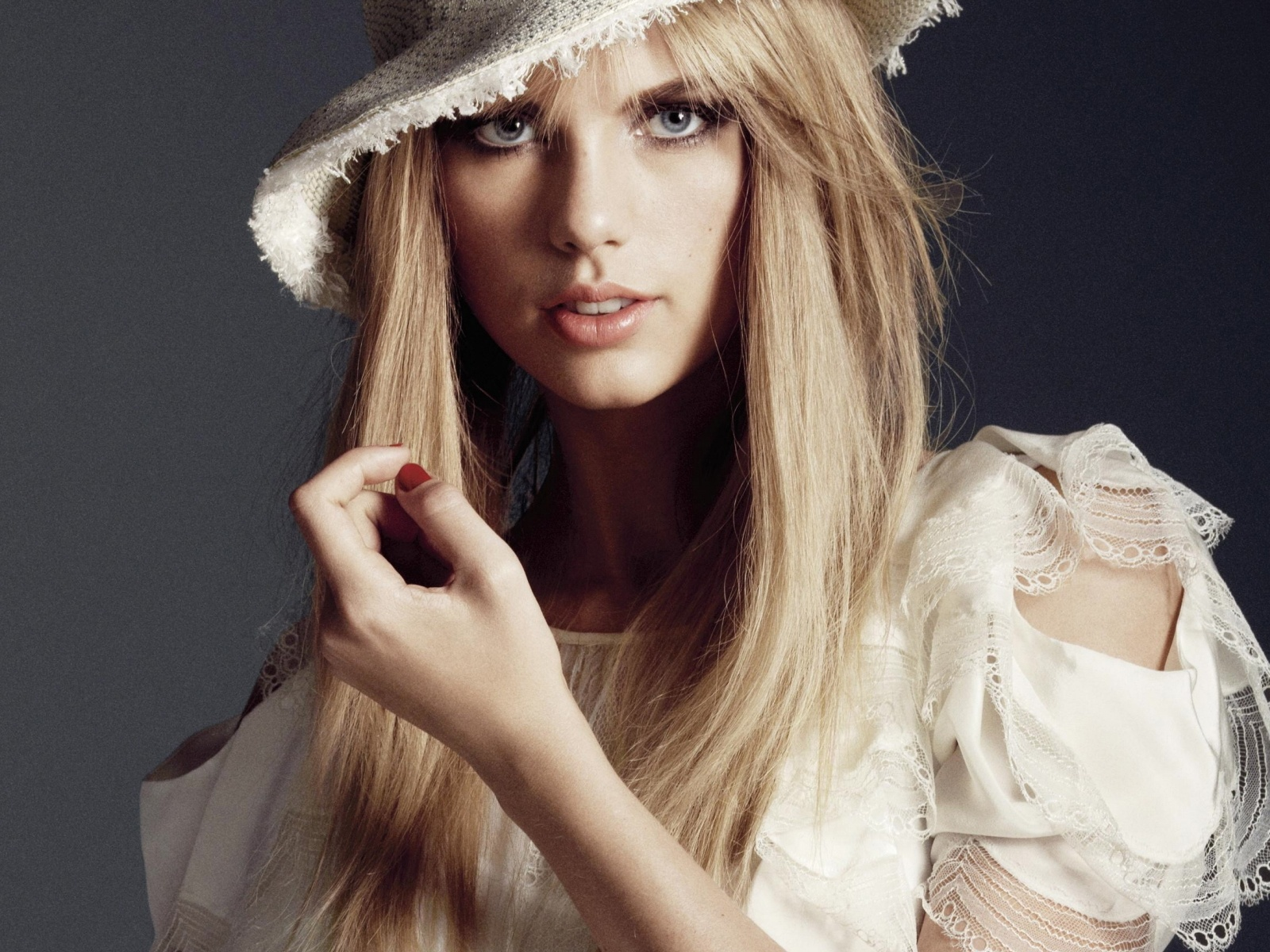 Beautiful Artist Poster, Taylor Swift in White Dress, the Sweet Princess 1600X1200 free ...