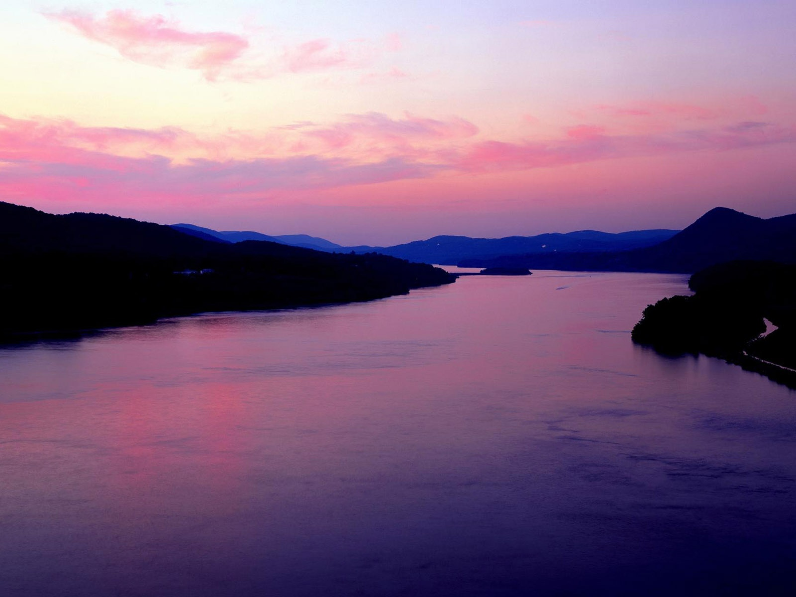 click to free download the wallpaper--Beautiful Image of Nature Landscape, Purple River, the Pink Sky, Romantic Scene