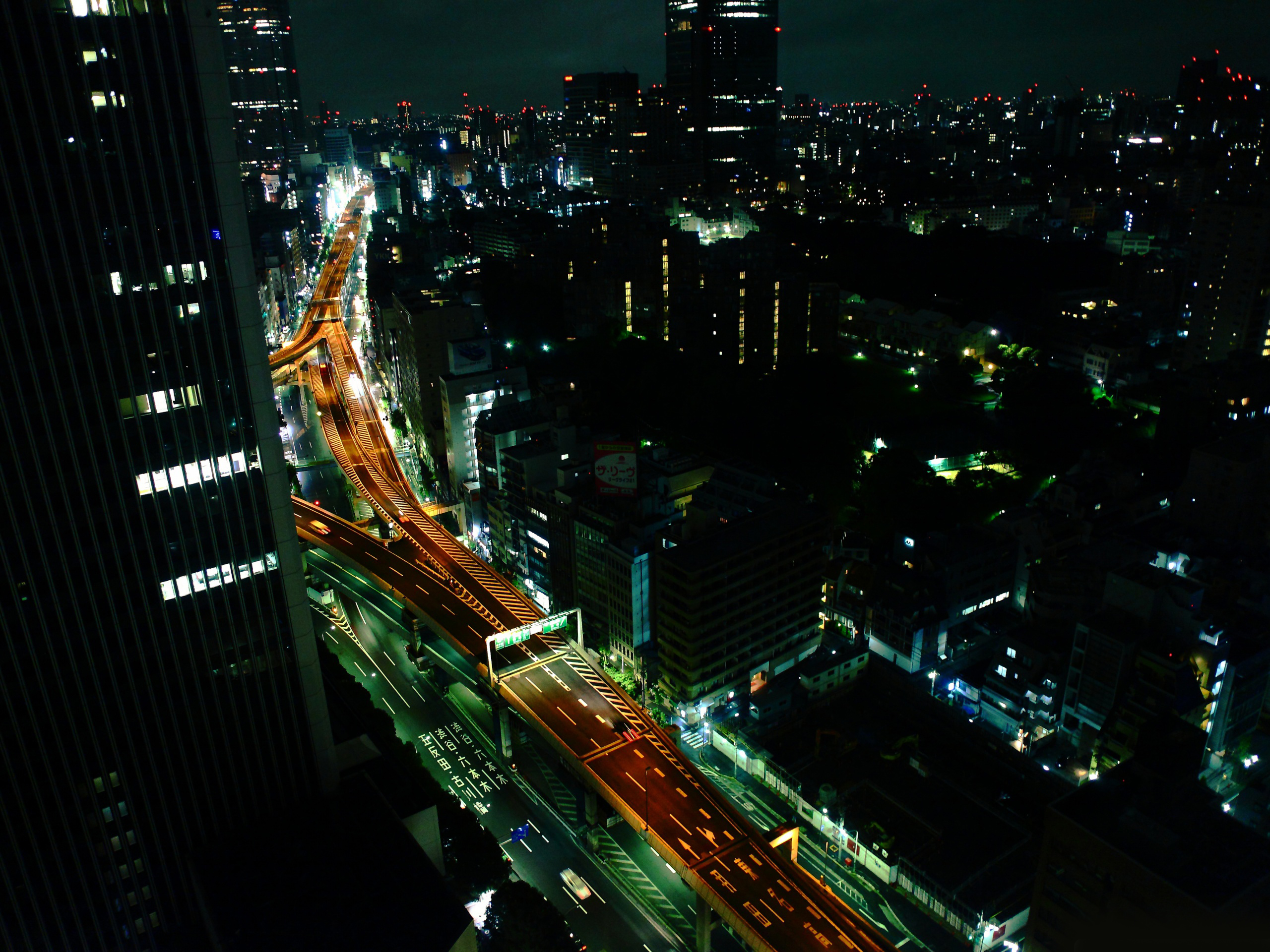 click to free download the wallpaper--Beautiful Sceneries of the World - Tokyo Nights Post in Pixel of 2560x1920, Night Scene in the City is Just Incredible 2560X1920 free wallpaper download