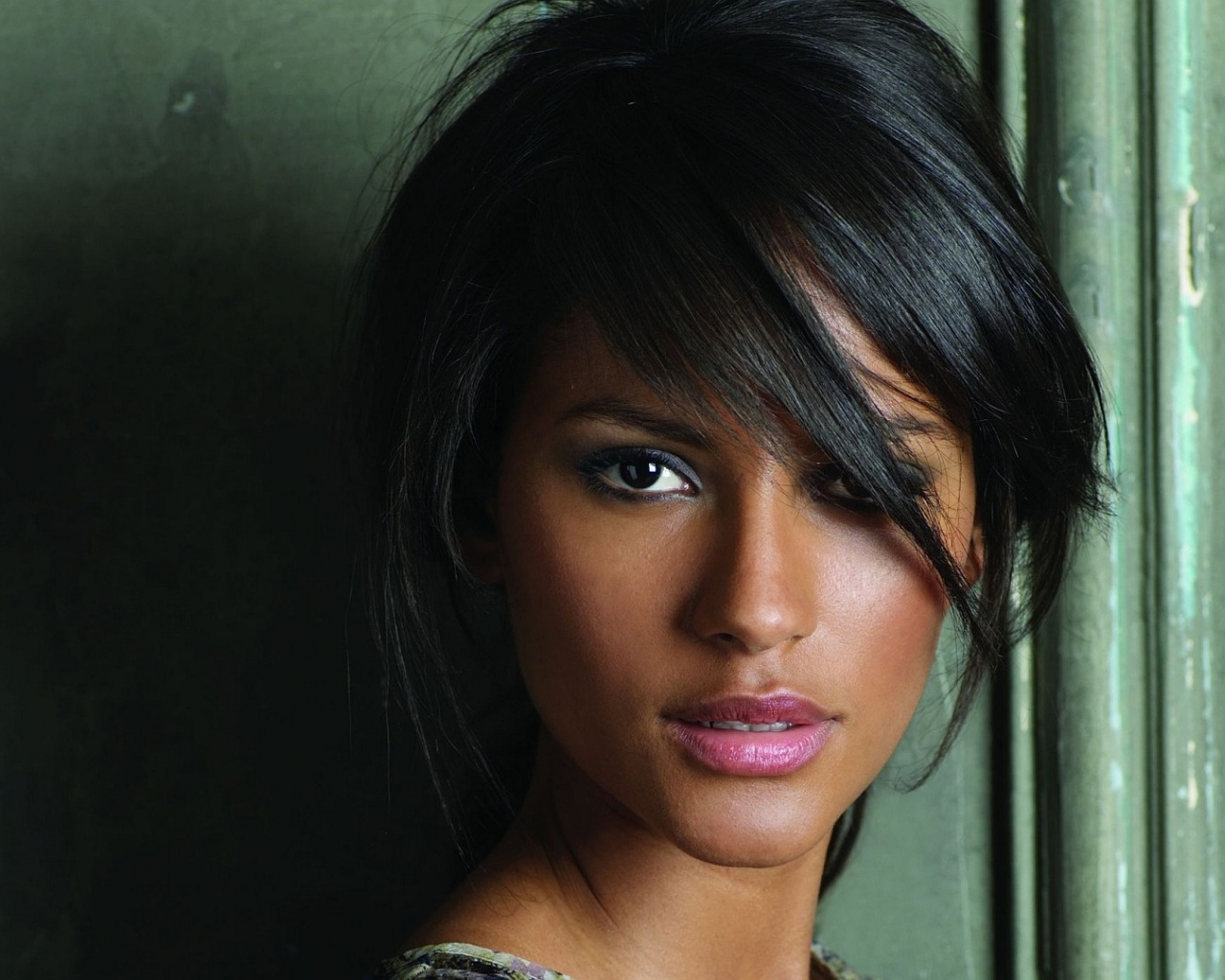 click to free download the wallpaper--Beautiful TV & Movies Image, Emanuela de Paula, Healthy Skin Color and Pink Lips 1280X1024 free wallpaper download
