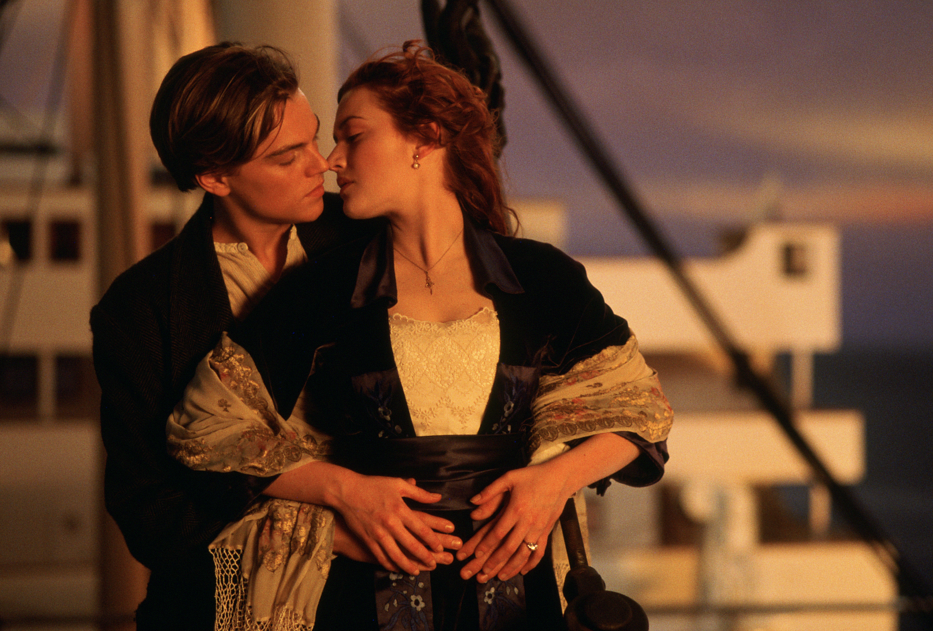 click to free download the wallpaper--Best Movies Post as Background, Titanic Poster, True Love Never Fades, It Conquers Everything