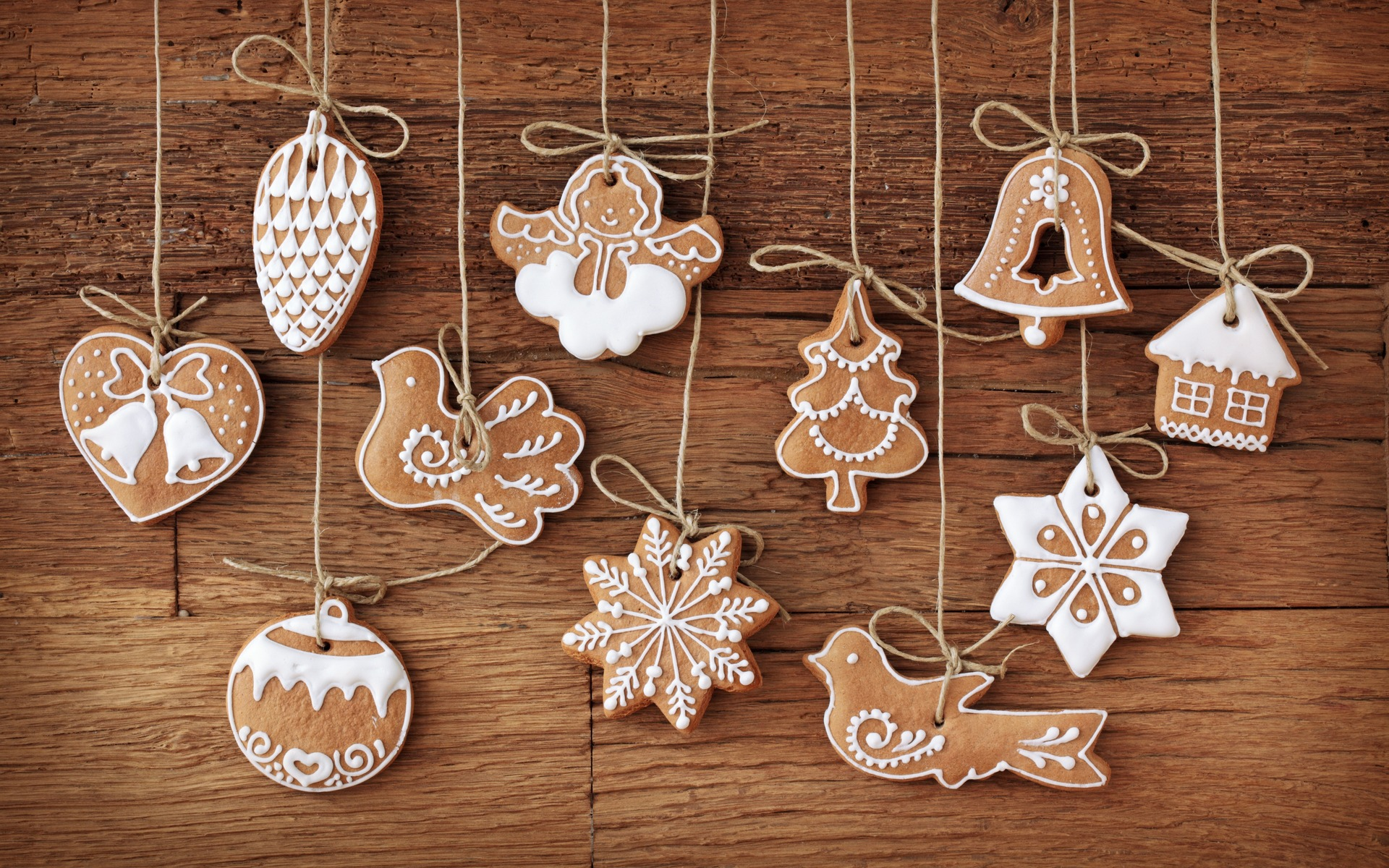 click to free download the wallpaper---Biscuits in Design of Christmas ...