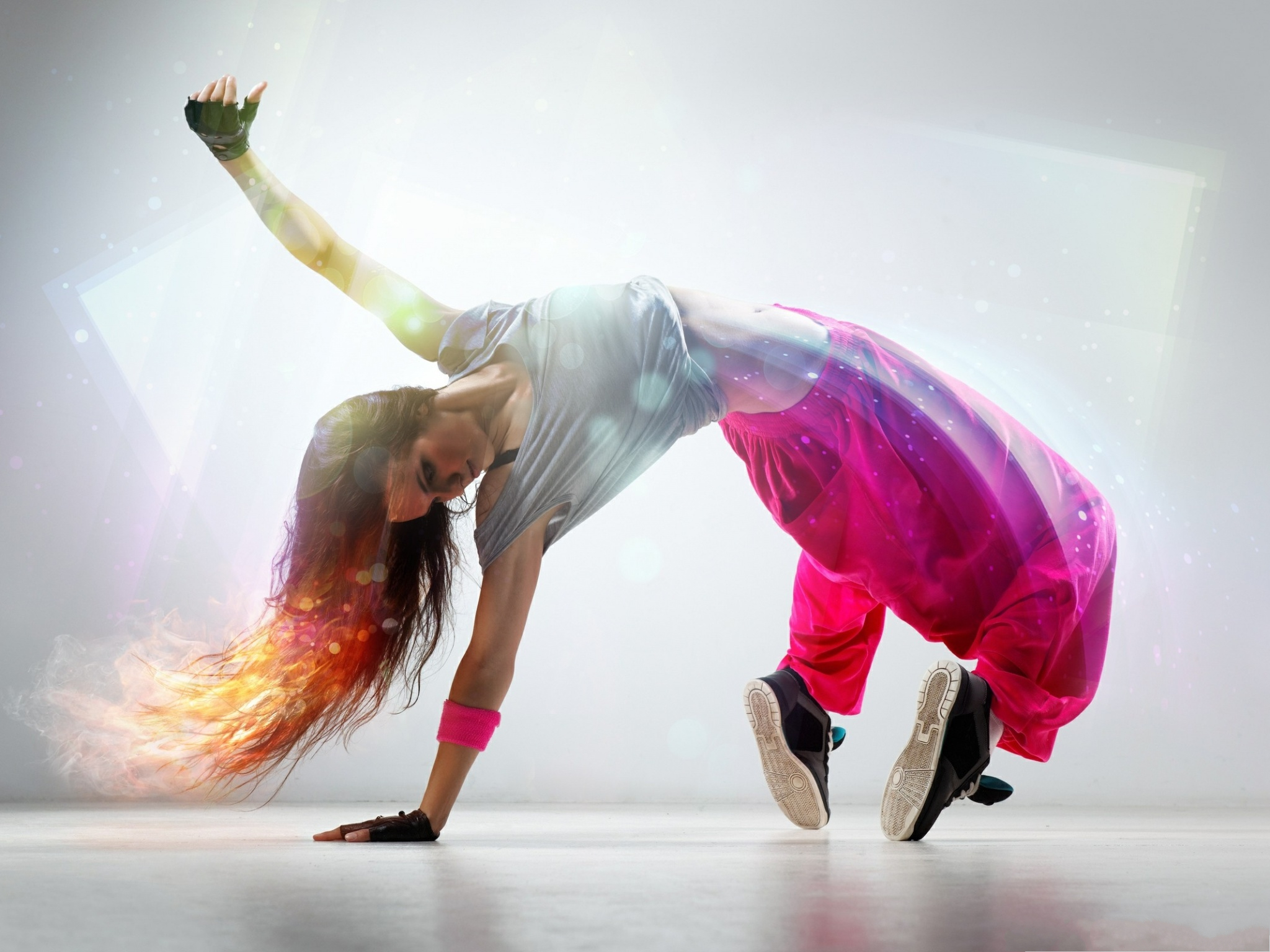 click to free download the wallpaper--Breakdance Girl Photography, Cool Girl in Dancing, Firing Hair 2048X1536 free wallpaper download