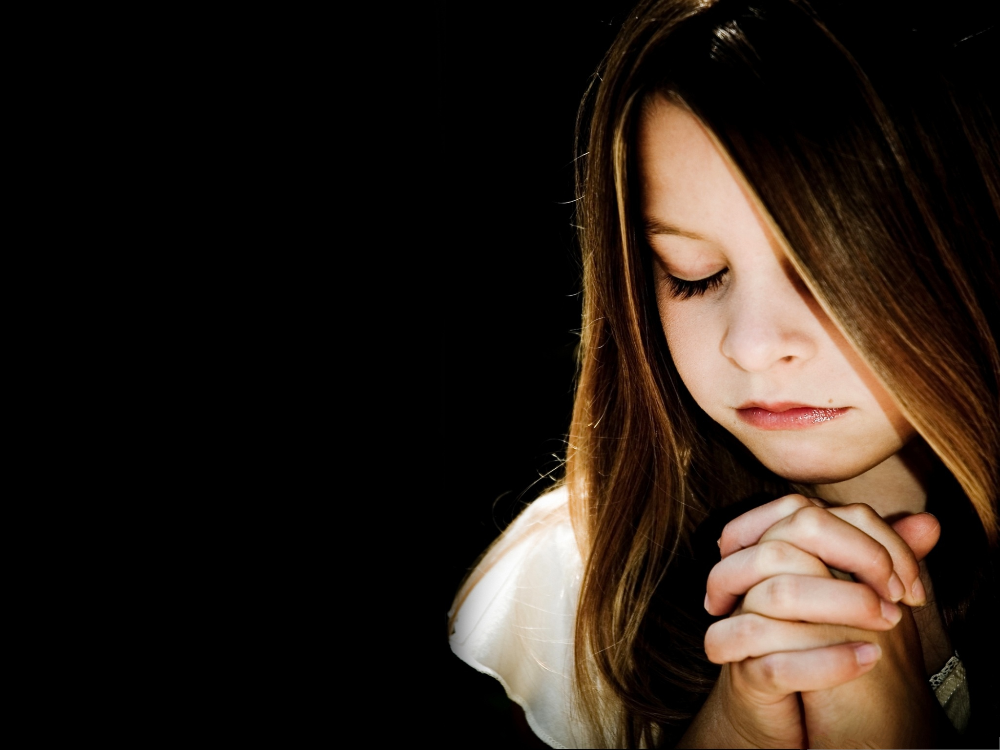 Computer Background Wallpaper, Baby Girl Praying, Someone ...