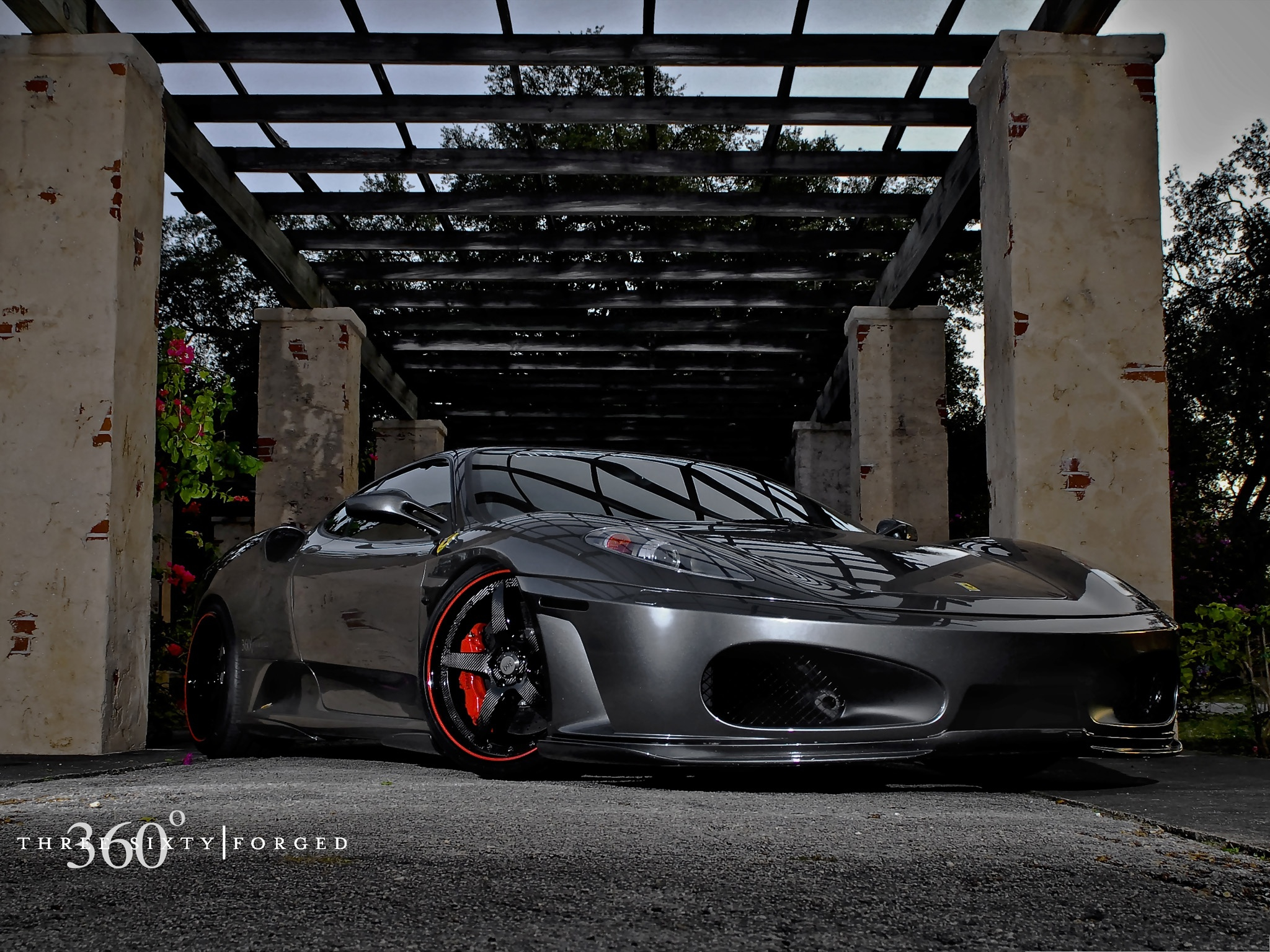 click to free download the wallpaper--Ferrari Sport Car, Black and Decent Car in Smooth Lines, Dusk Scene 2048X1536 free wallpaper download