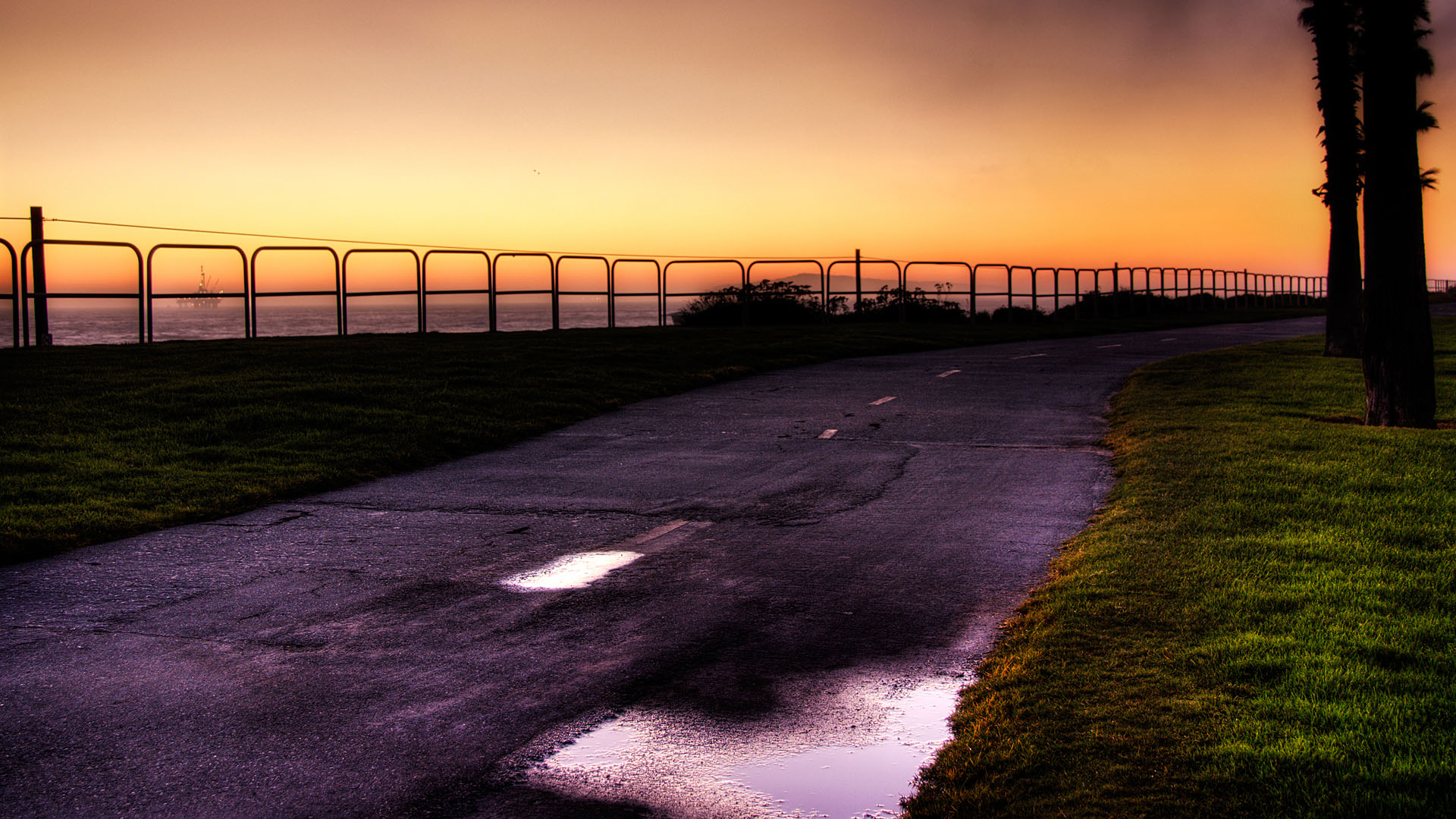 click to free download the wallpaper--Free Download Natural Scenery Picture - A Dark Road, the Setting Sun, Golden Horizon, Typical Dusk Scene 1920X1080 free wallpaper download