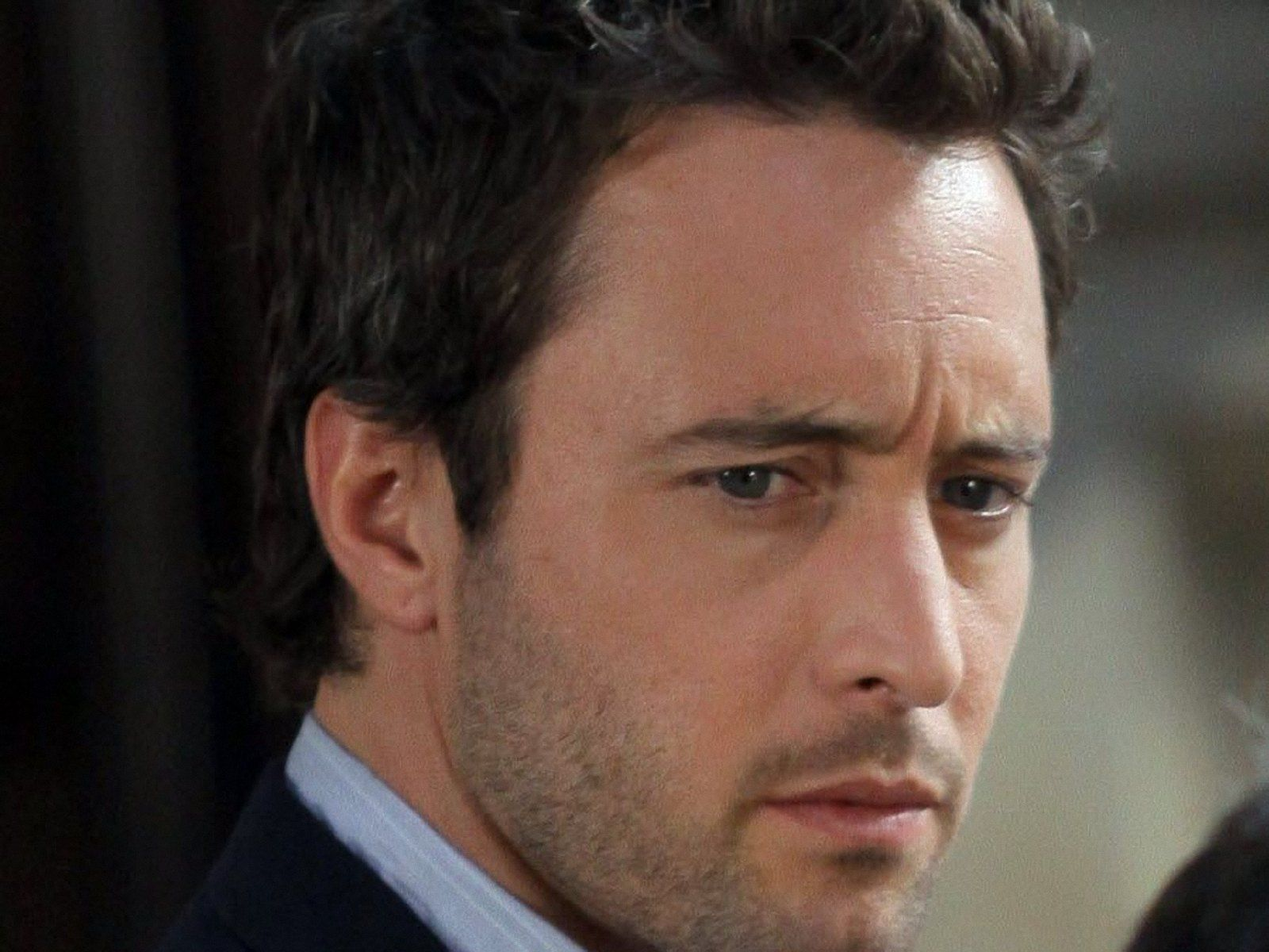 Free Posts of TV & Movies, Alex O'Loughlin is Frowning, the Guy is Nice-Looking Whatever He Does--1600X1200 free wallpaper download