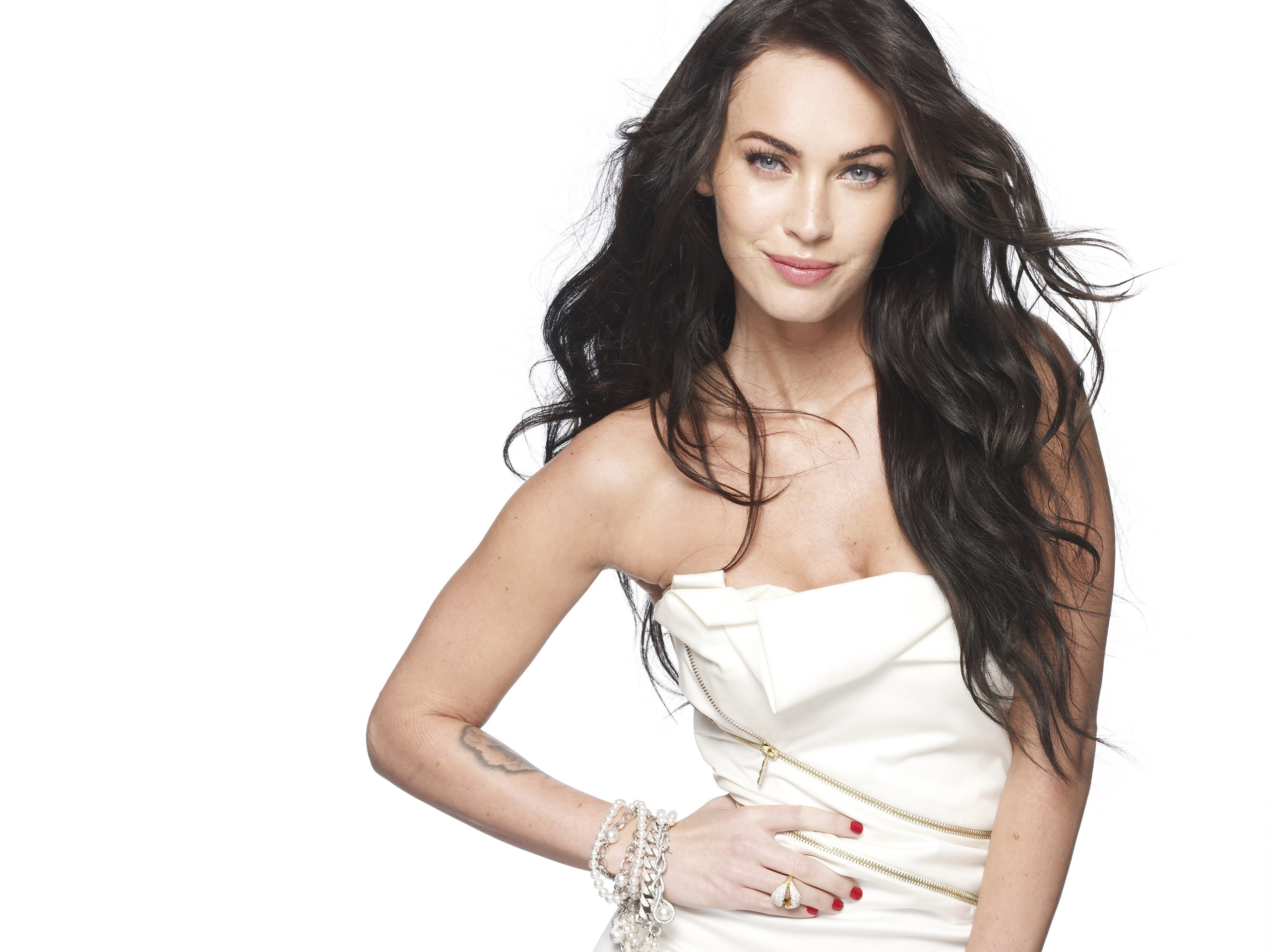 click to free download the wallpaper--Free TV & Movies Picture - Megan Fox Post in Pixel of 2560x1920, Girl in Curly Black Hair and White Dress, She is Sweet Princess 2560X1920 free wallpaper download