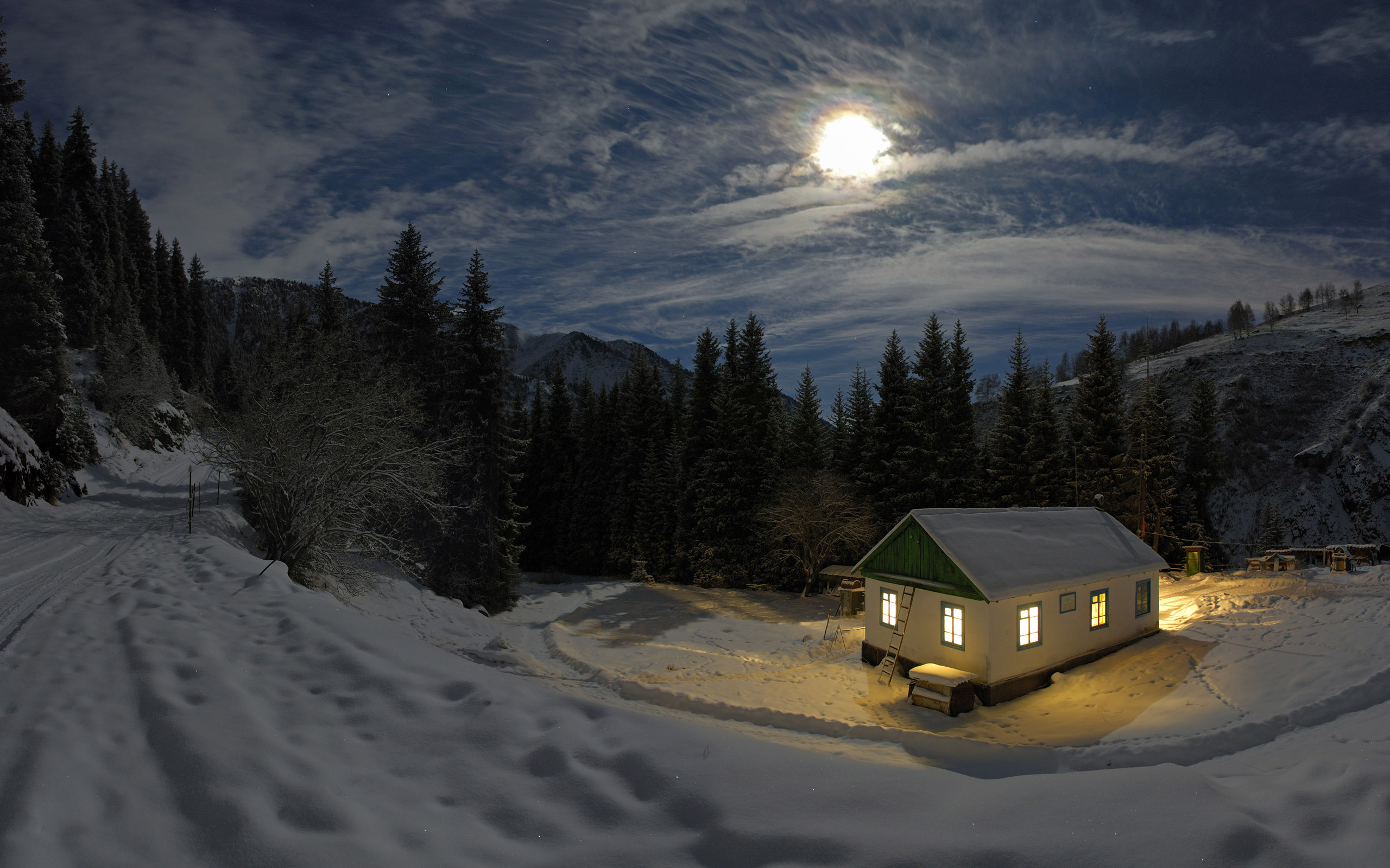 Free Scenery Wallpaper – Shows a Cold Moon House, Is the Owner Kind