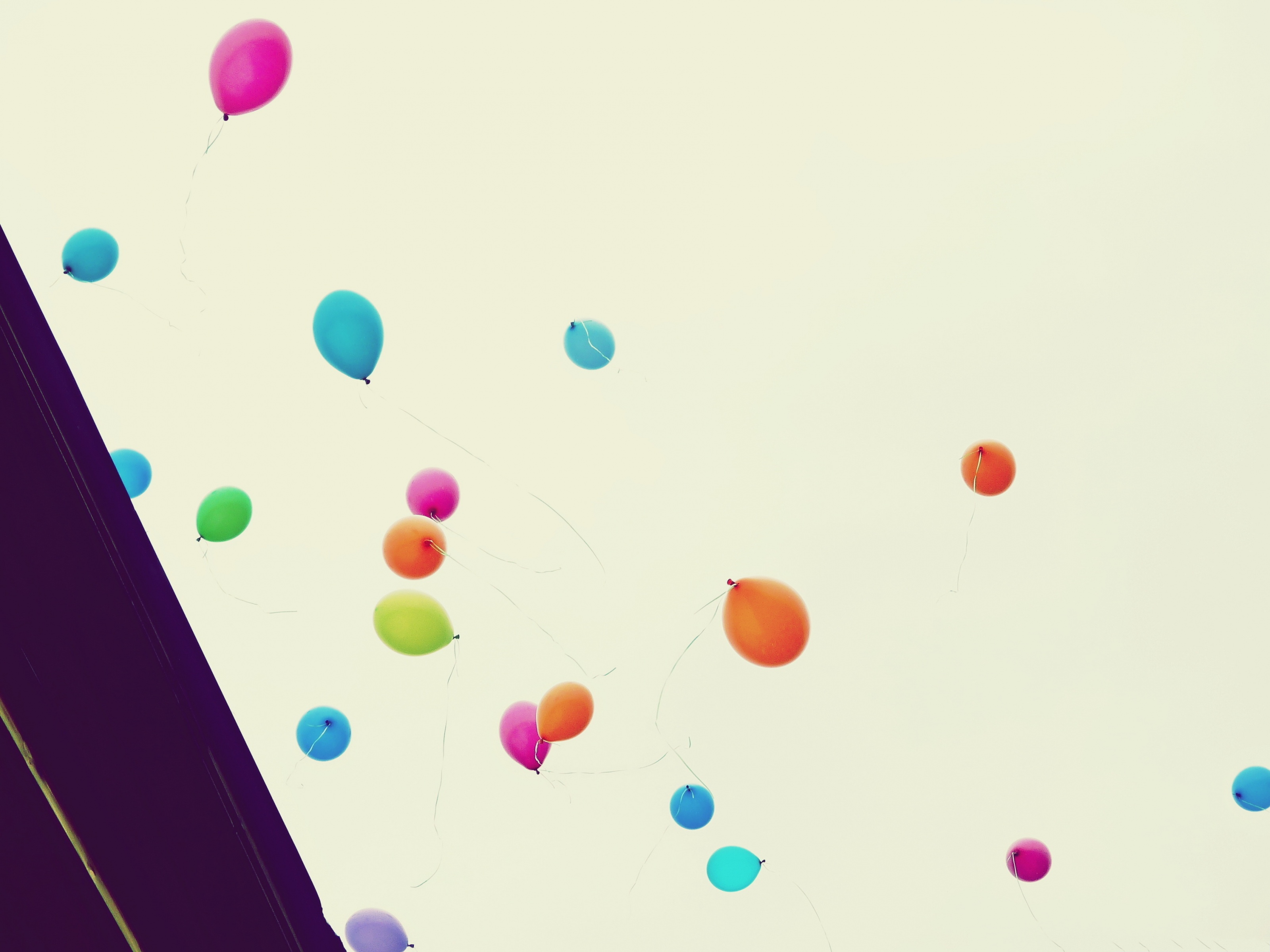 click to free download the wallpaper--High Resolution Wallpapers, Colorful Balloons in the Fly, Take Your Dreams with Them! 3200X2400 free wallpaper download