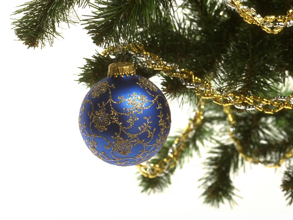 click to free download the wallpaper--Holiday Post of Christmas, a Blue Globe on Christmas Tree, Golden Lines, Great in Look 1024X768 free wallpaper download