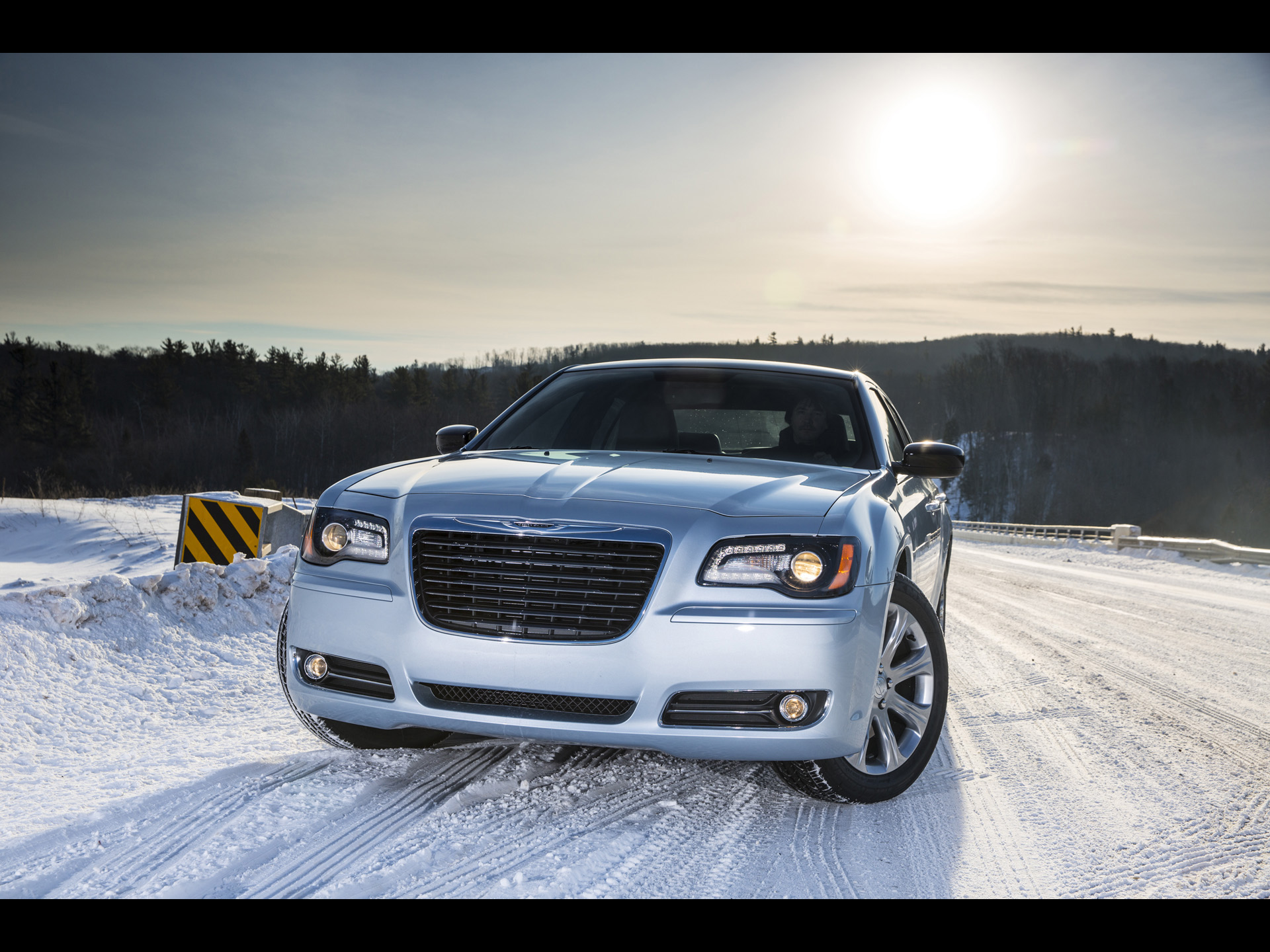 click to free download the wallpaper--Images of Super Car, Chrysler 300 in Snow World, Both Are Purely Beautiful 1920X1440 free wallpaper download