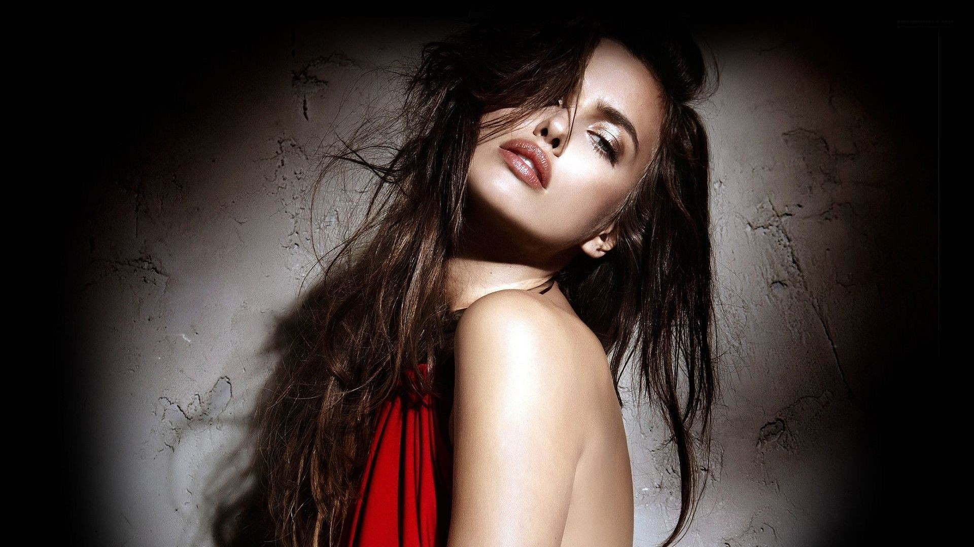 Irina Shayk Hd Post Available In 1920 1080 Pixel Girl In Attractive Pose And Thick Cosmeics She Is Full Of Wild Beauty Tv Movies Post Free Wallpaper World