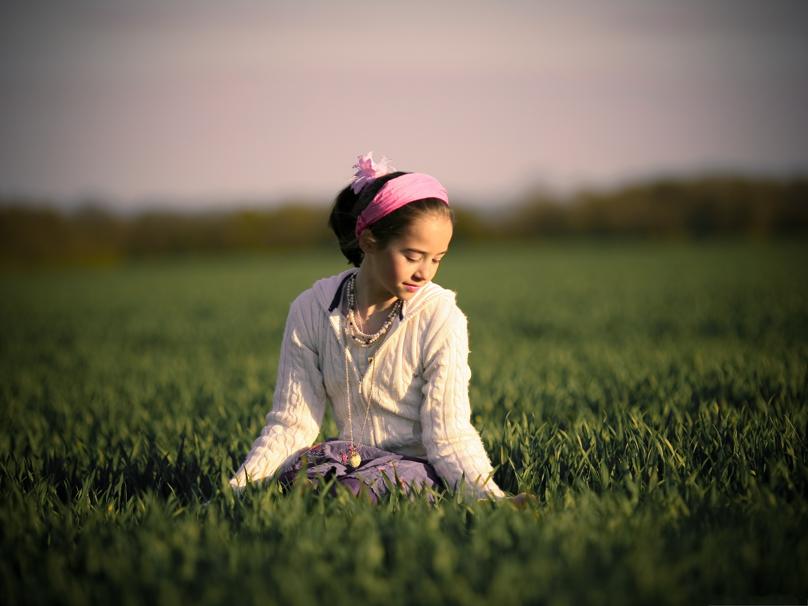 click to free download the wallpaper--Little Girl Outdoor, Beautiful Girl Staying Outdoor, Sitting on Green Grass 3200X2400 free wallpaper download