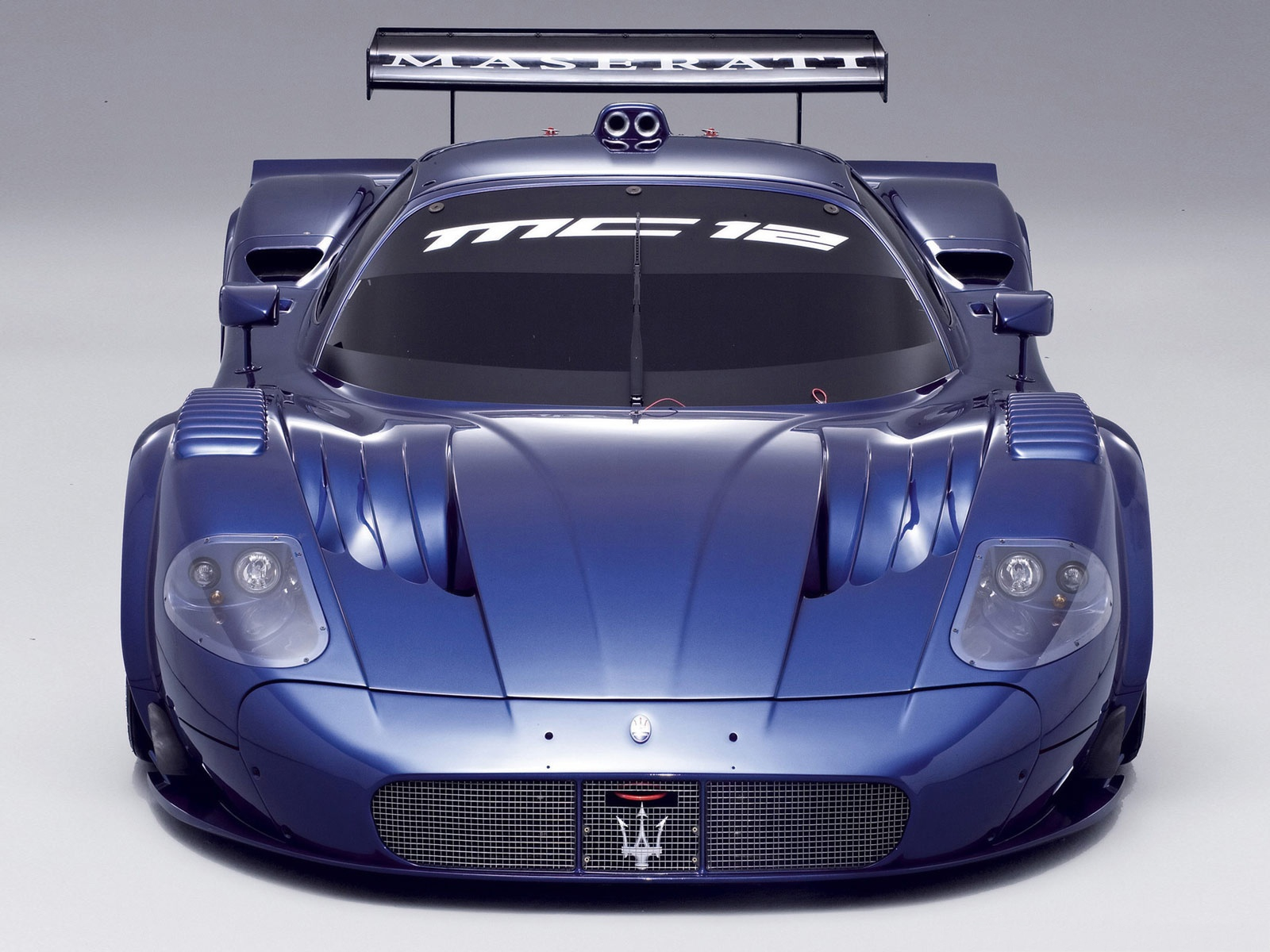 click to free download the wallpaper--Maserati MC12 Sport Cars, Blue Super Car in the Stop, Highly Attractive 1600X1200 free wallpaper download