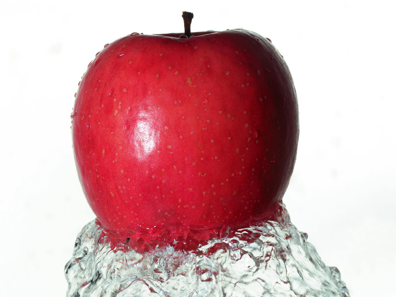 click to free download the wallpaper--Natural Fruits Image, Red Apple Pushed Up by Water, Innervation Fruit