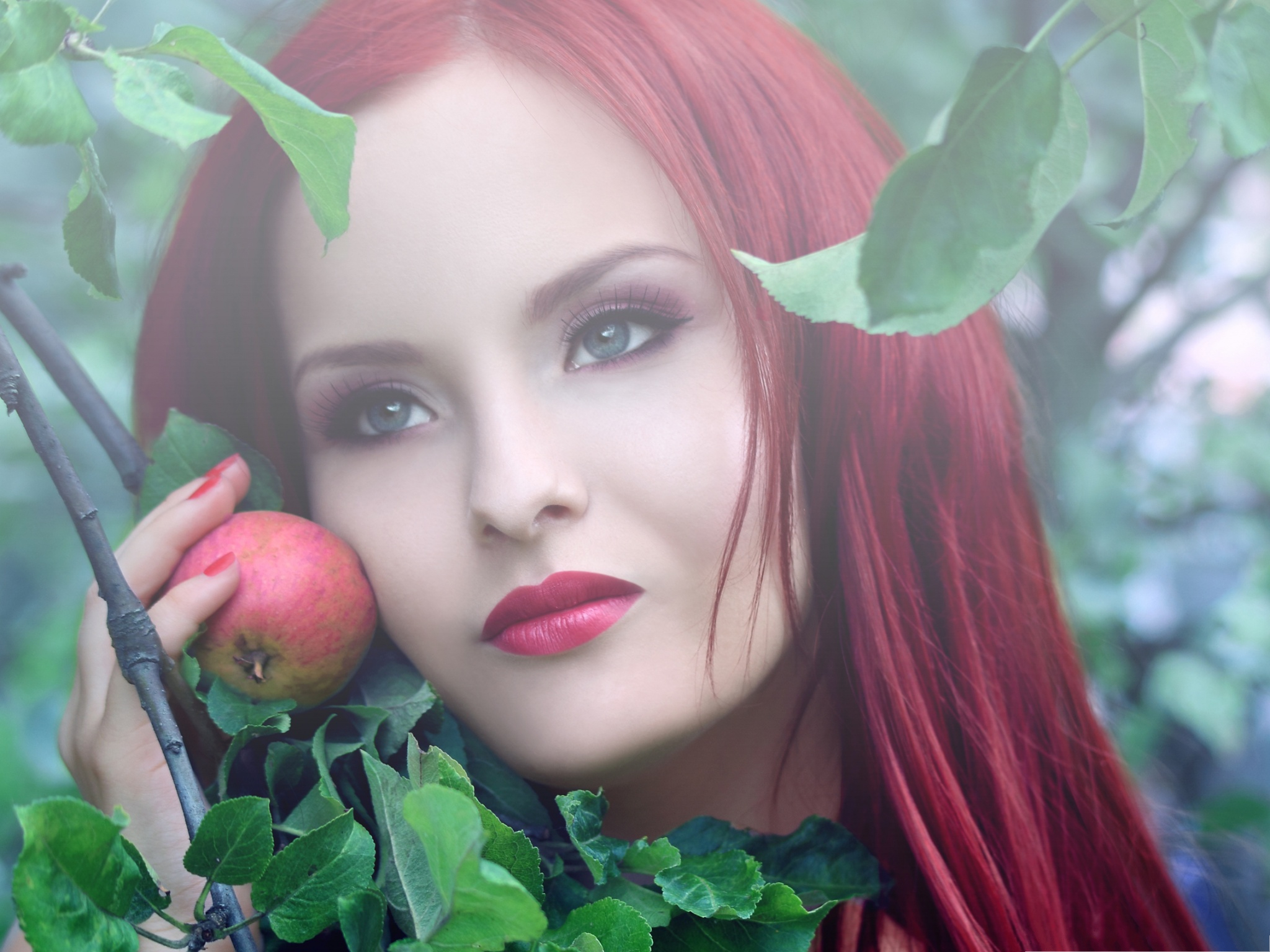 click to free download the wallpaper--Outdoor Girl Pictures, Redhead Girl with Apple, They Look Alike 2048X1536 free wallpaper download