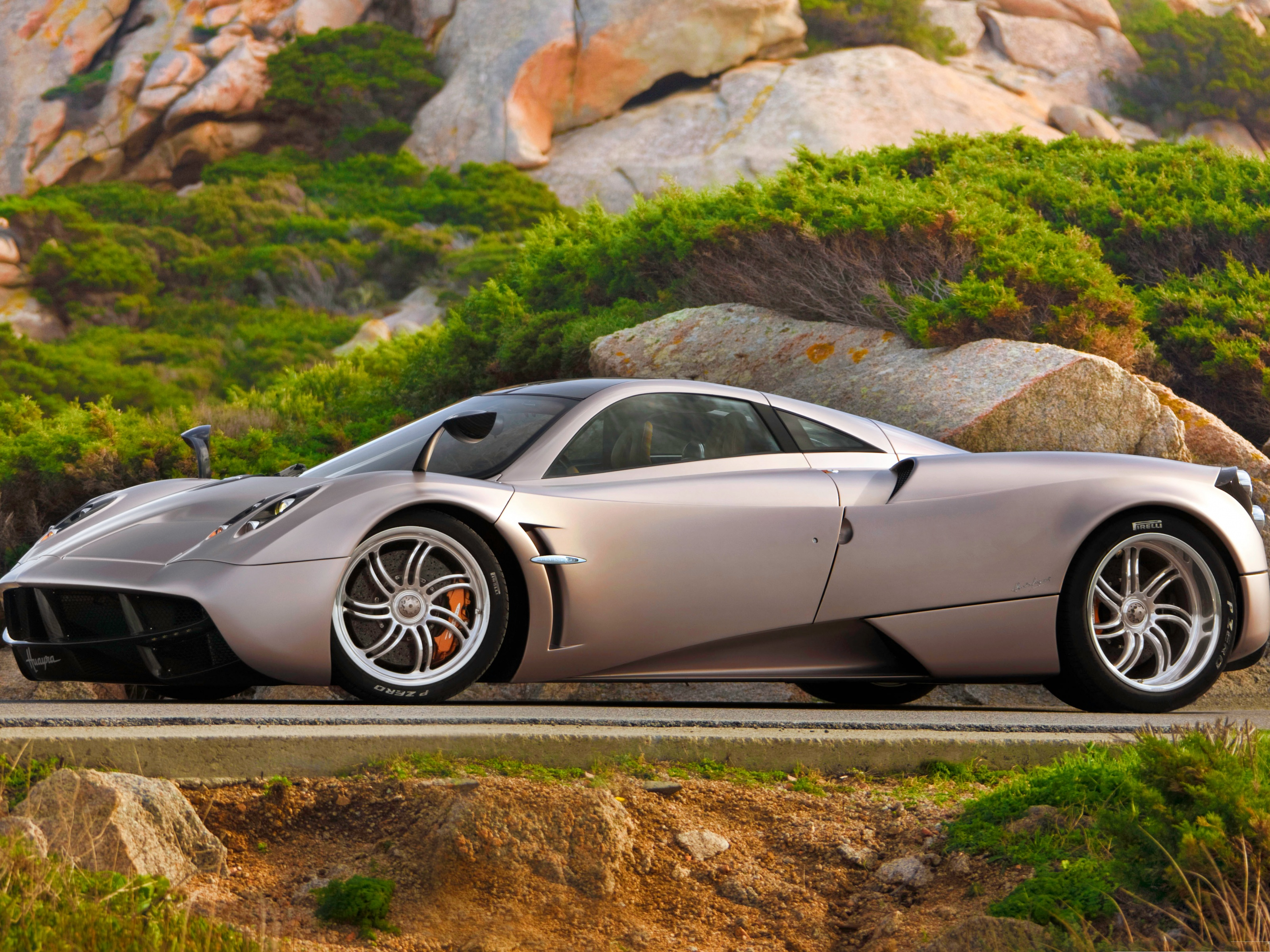 click to free download the wallpaper--Pagani Huayra and Nature Landscape, Super Car in Great Nature Scene 3200X2400 free wallpaper download