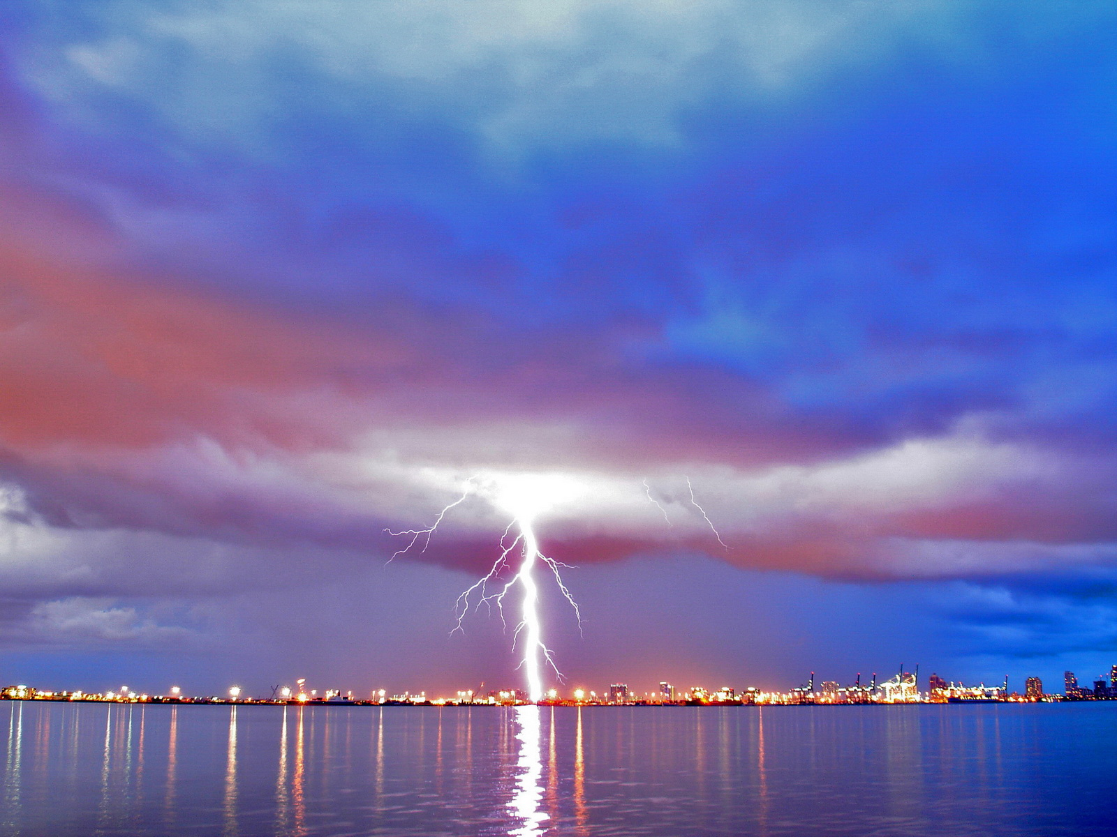 click to free download the wallpaper--Pics of Nature Landscape, a Long Lightning Breaking in, Reflected on the Sea