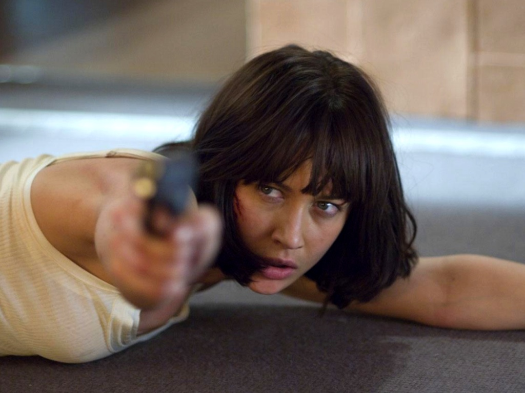 click to free download the wallpaper--Posters of TV & Movies, Quantum of Solace, Lady in Gun, Cool Facial Expression