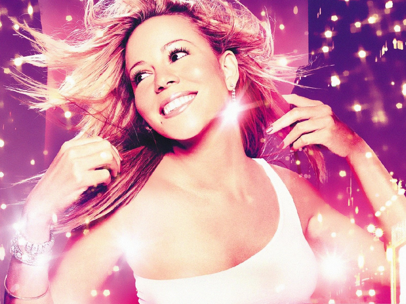 click to free download the wallpaper--Shinning Mariah Carey, When She Sings, She Glows, What a Beauty! 1600X1200 free wallpaper download