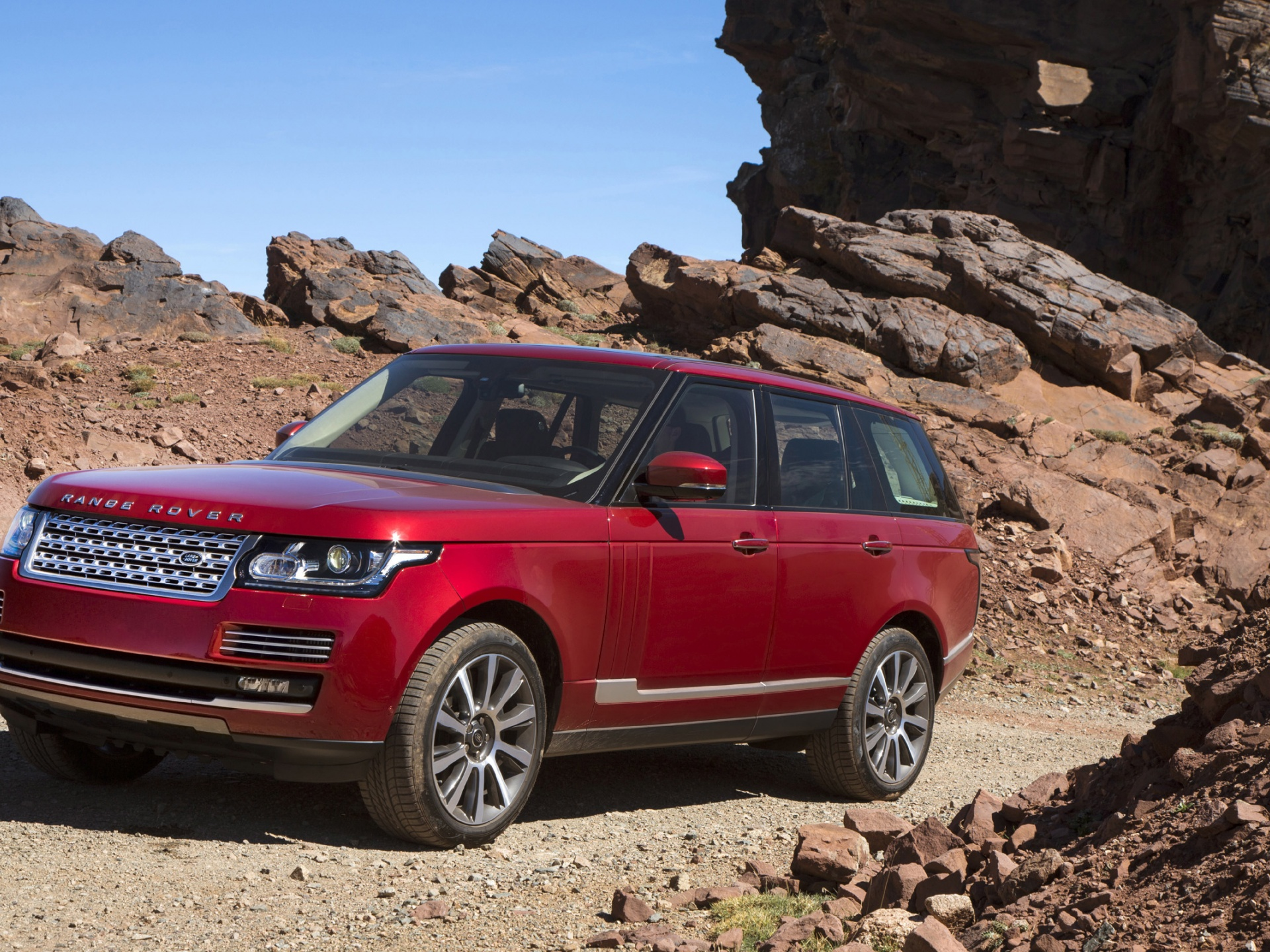 click to free download the wallpaper--Super Car Images of Land Rover Range Rover, Decent and Powerful Car on Stony Road, Great in Look 1920X1440 free wallpaper download