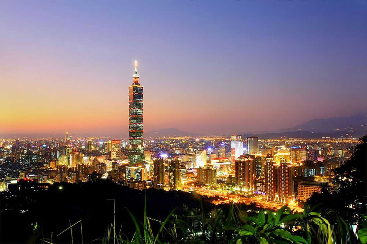 click to free download the wallpaper--Taipei 101 Night Scenery 1200X800 free wallpaper download