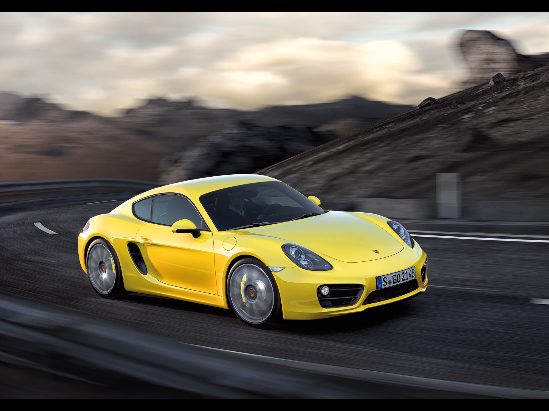 click to free download the wallpaper--Top Car Image of Porsche Cayman, Seen from Side Angle, Surrounding Scenes Tell It is in Fast Speed 1920X1440 free wallpaper download