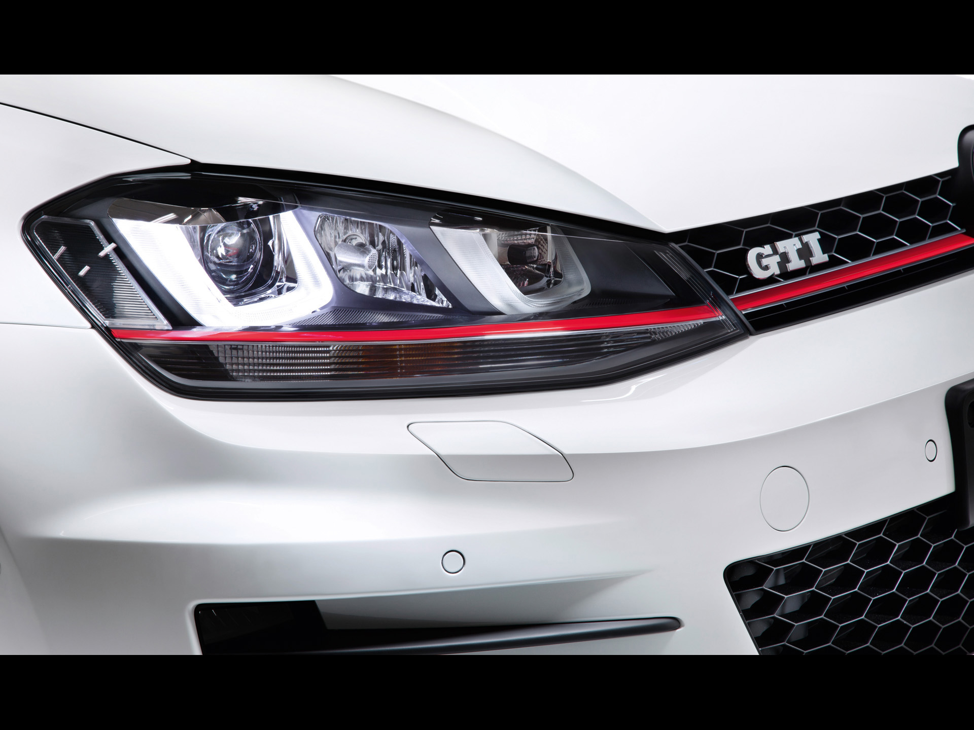 click to free download the wallpaper--Top Car Posts of Golf 7 GTI, Its Sharp and Impressive Headlights Shown 1920X1440 free wallpaper download