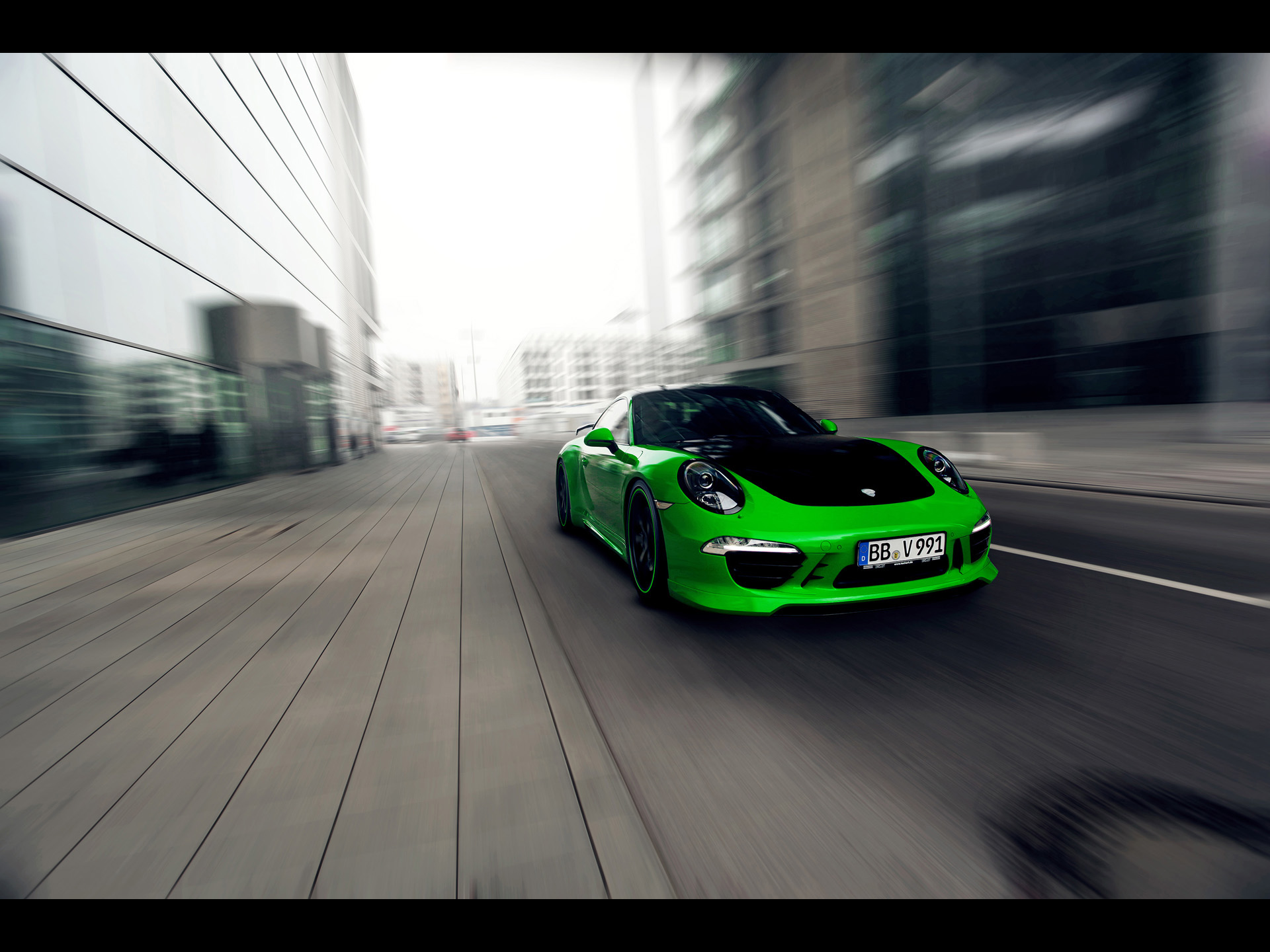 click to free download the wallpaper--World-Famous Cars Image, Green Porsche 911 in the Run, Combining Tech and Art 1920X1440 free wallpaper download