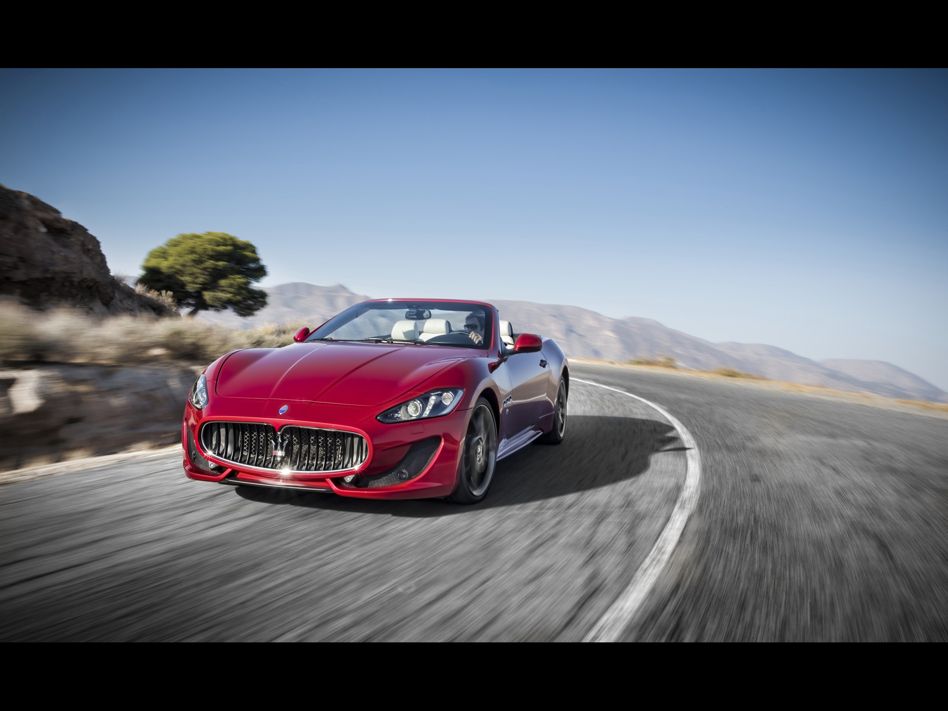 click to free download the wallpaper--World-Known Car Images of Maserati GranCabrio, the Decent Car Turning a Corner, Speed is Never Minused 1920X1440 free wallpaper download