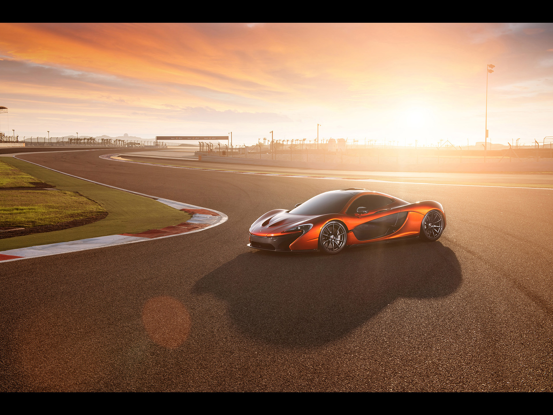 click to free download the wallpaper--World-Known Super Car Images of McLaren P1, from Static Side Angle, It is Indeed a Decent Car 1920X1440 free wallpaper download