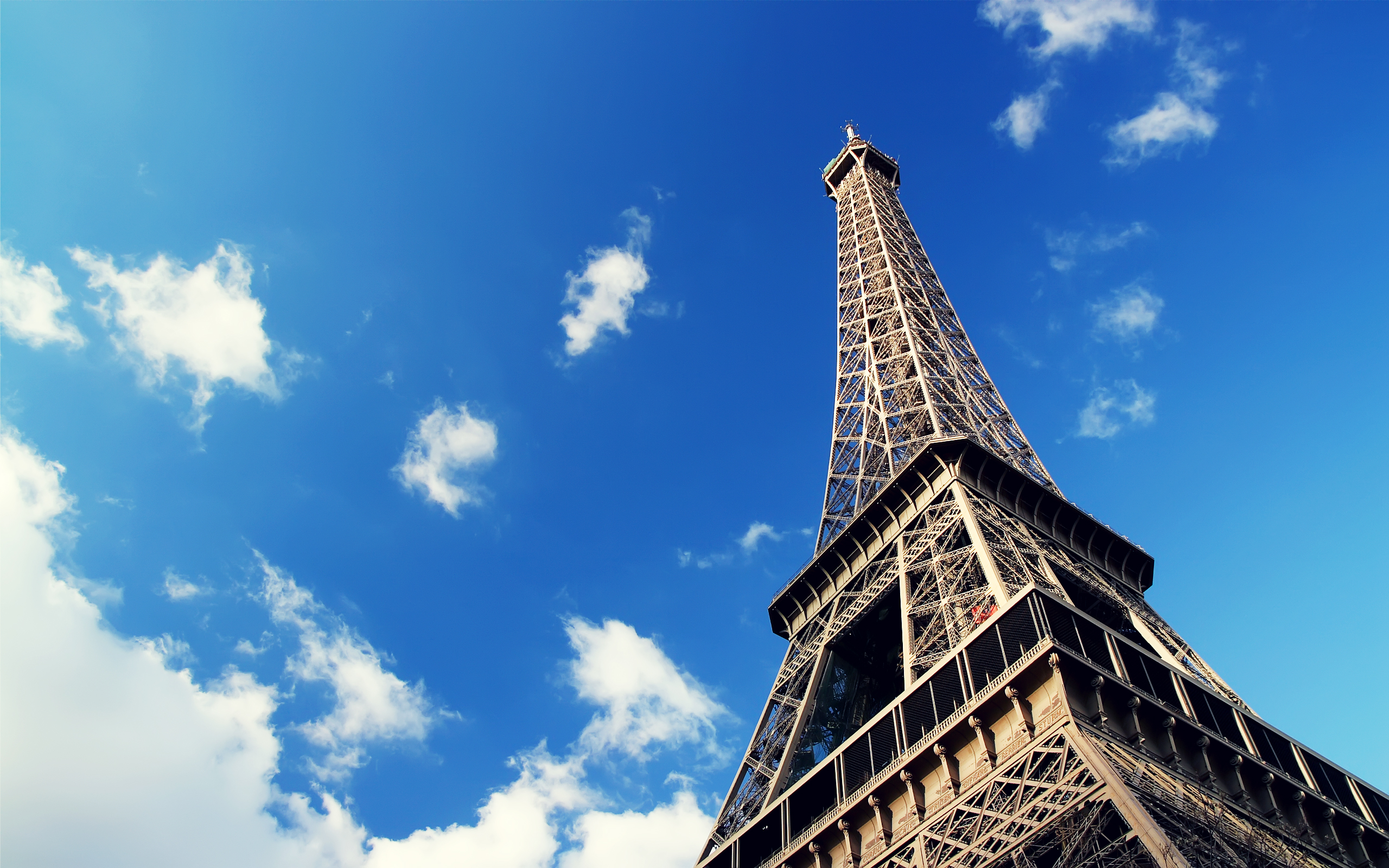 Wallpaper Of Great Building: Eiffel Tower In The Sky ...