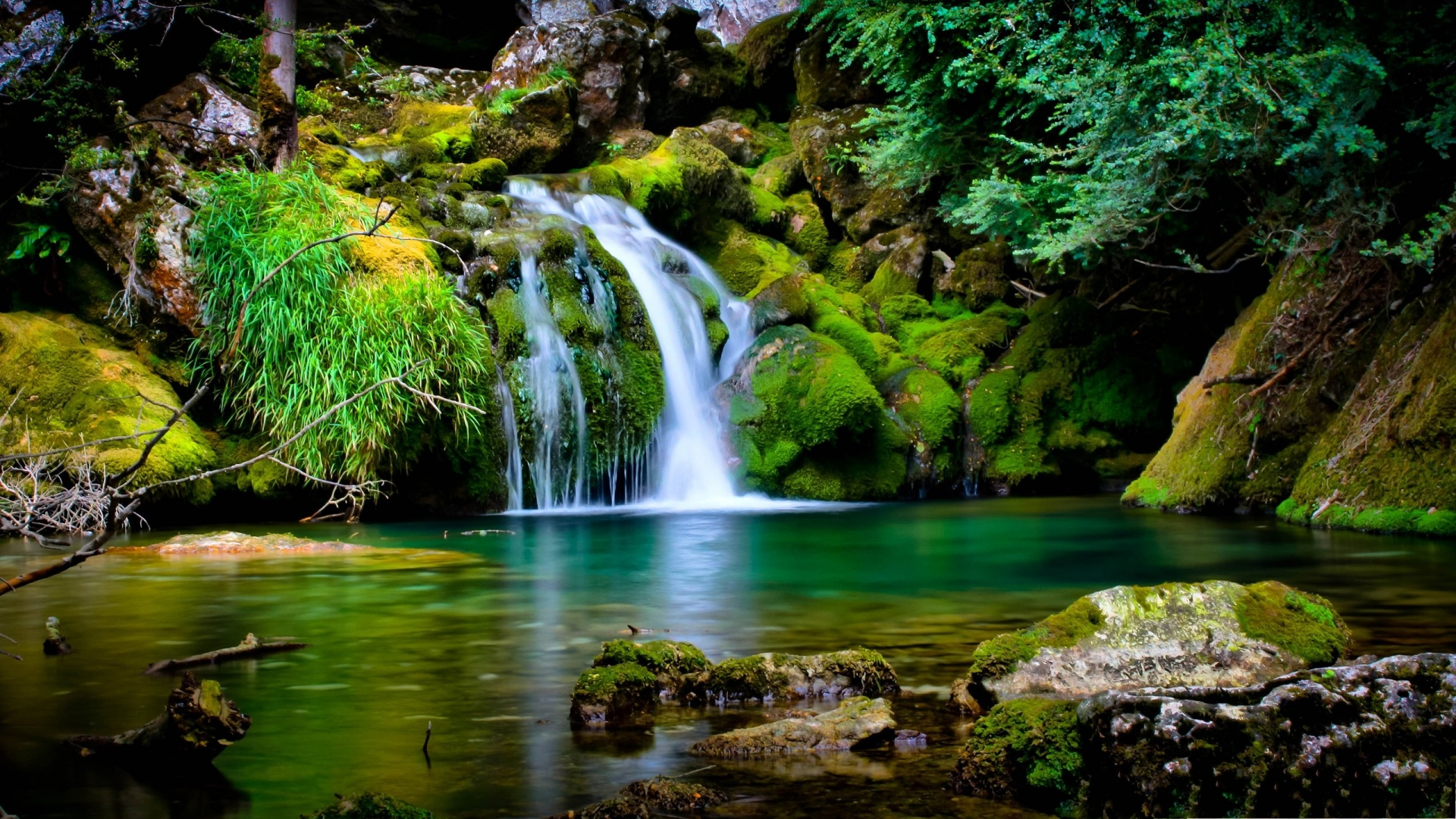 2013 top 10 most beautiful free scenery images wallpaper for Waterfall landscape