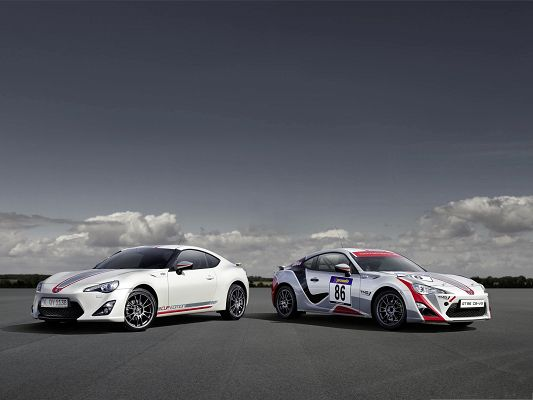 click to free download the wallpaper--2014 Toyota GT Cars, 86 Cup Edition, Under the Blue Sky, Great in Look