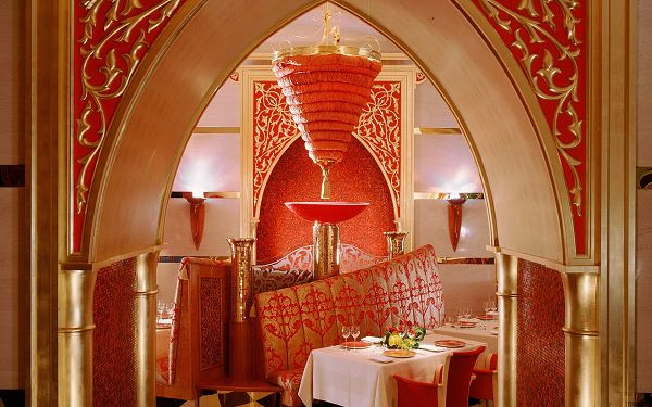 A Beautifully Decorated Restaurant, A Meal Here Can be Enjoyable and Pleasant, What a Scene - Dubai City Scenery Wallpaper