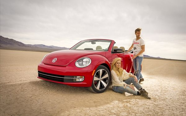 click to free download the wallpaper--A Couple with Red Beatles Car, a Day at Beach is Such a Fantastic Choice, Nice Car and Nice Scene - HD Cars Wallpaper