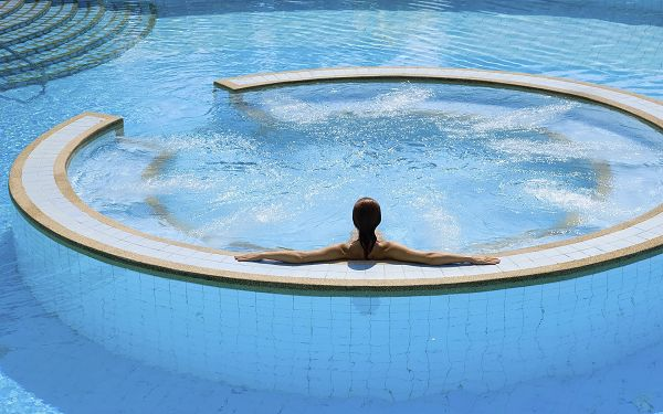 A Woman in Swimming Pool, Taking a Rest in the Central Part, She is Such an Attraction - HD Widescreen SPA Wallpaper