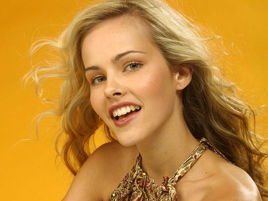 click to free download the wallpaper--Actress Isabel Lucas HD Post in Pixel of 1920x1440, a Smiling Lady on Yellow Background, She is Looking Good and Shall Fit Well - TV & Movies Post