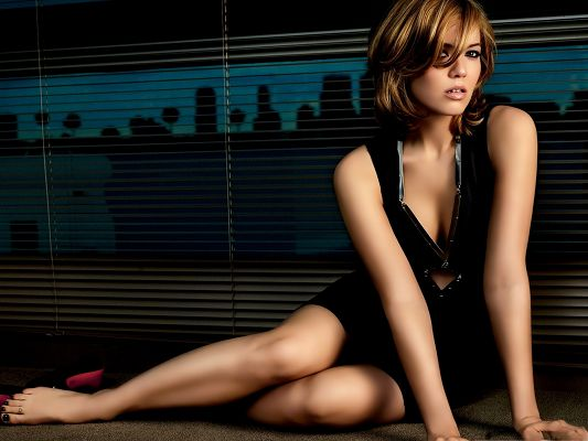 Actress Pictures Hot, Mandy Moore, the Sexy and Impressive Lady