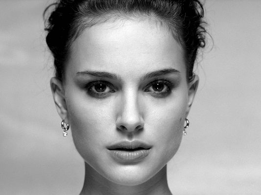 click to free download the wallpaper--Actress Pictures Hot, Natalie Portman Poster, Carved Perfect Face