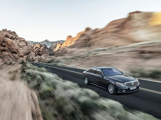 click to free download the wallpaper--Admirable Car Images of Mercedes Benz S Class, Can Get Dizzy by the Surrounding Scene, Incredible Speed