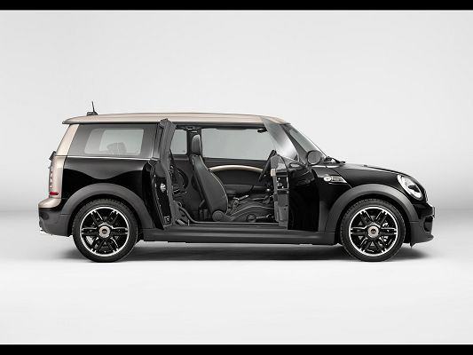 click to free download the wallpaper--Admirable Car Images of Mini Clubman, Its Doors Are Open, Small Yet Powerful