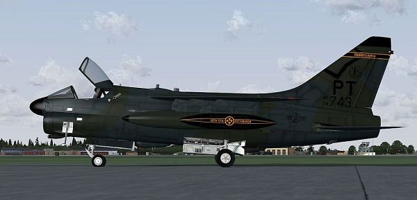 click to free download the wallpaper--Air Show Screenshot, Pittsburgh ANG Vought A-7 Corsair II on the Ground