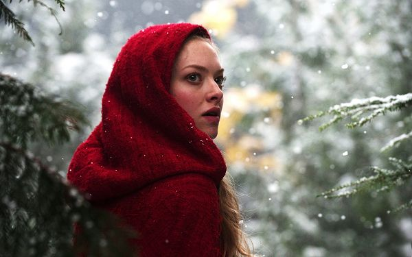 Amanda Seyfried Post in Red Riding Hood in 2560x1600 Pixel, Young Lady in Red Dress, Turning Around, She is Quite an Appeal - TV & Movies Post