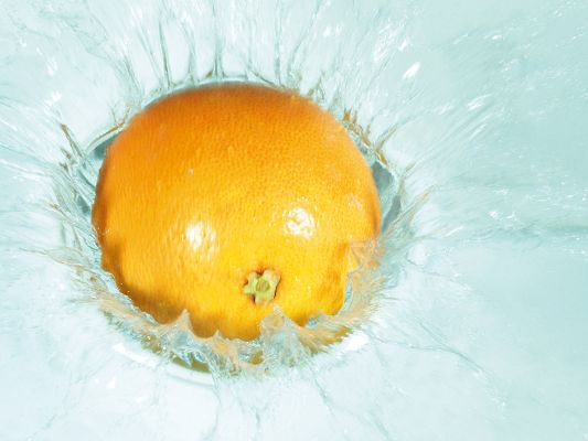 click to free download the wallpaper--Amazing Images with Fruits, Orange Drop, Innervation Fruit, Water Splash