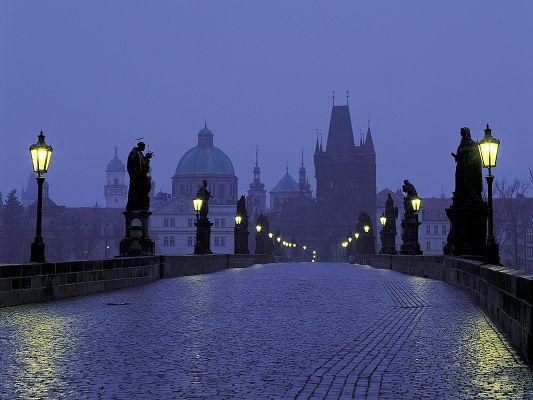 click to free download the wallpaper--Amazing Landscape Image of the World, Prague at Dusk, a Great and Cultural Place