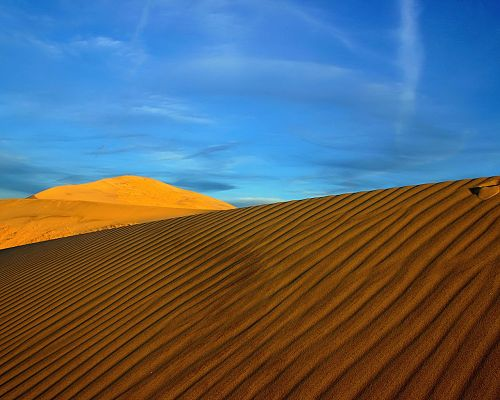click to free download the wallpaper--Amazing Landscape of Nature, the Wide and Endless Sand Under the Blue Sky, Combine an Incredible Scene