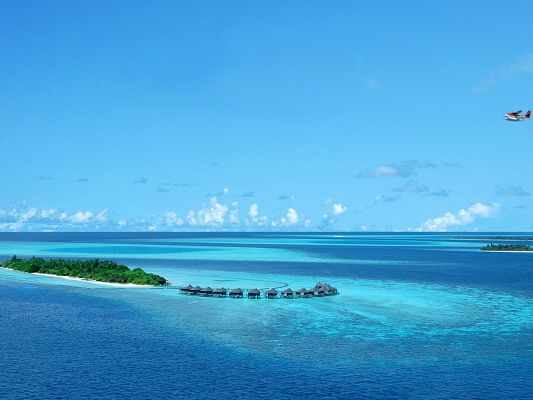 click to free download the wallpaper--Amazing Landscape of the World, Komandoo Island Maldives, Unbelieveable Natural Scene!